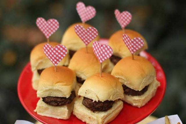 Picture Of Yummy Wedding Burger Ideas And Ways To Display Them 10