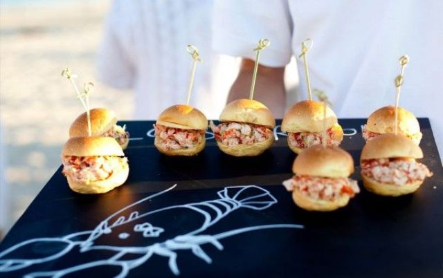 Picture Of Yummy Wedding Burger Ideas And Ways To Display Them 14