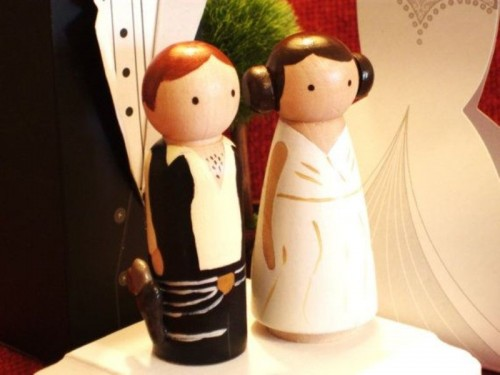 funny Han Solo and Lea cake toppers will make your wedding cake cooler and bolder