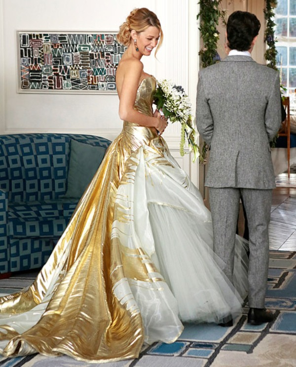a jaw dropping white and gold strapless wedding ballgown with a long gold train of miss Serena van der Woodsen