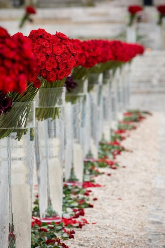 Picture Of Red Rose Ideas Perfect For Valentines Day Wedding 19