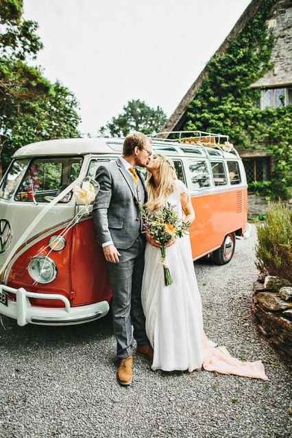 Picture Of Chic Retro Styled Car Ideas For Your Wedding 4