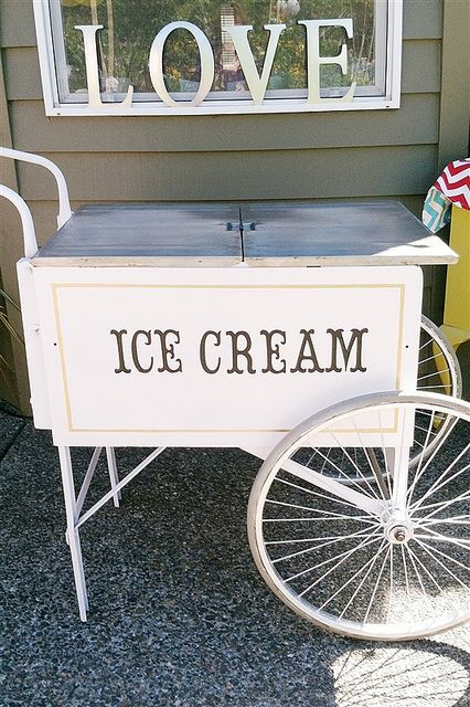 24 Cool Ways To Serve Ice Cream On Your Big Day