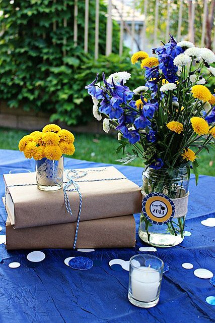24 Simple And Cute Book Wedding Centerpieces - Weddingomania