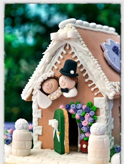 Picture Of Yummy Gingerbread Wedding Décor Ideas 12