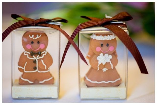Picture Of Yummy Gingerbread Wedding Décor Ideas 2