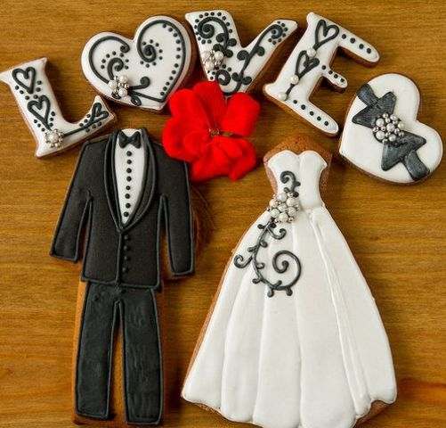 Picture Of Yummy Gingerbread Wedding Décor Ideas 23