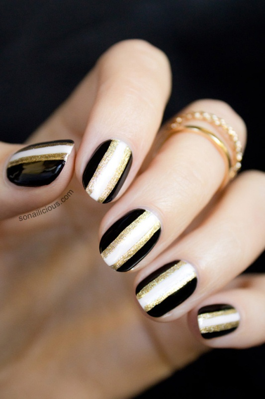 chic art deco nails with black, white and gold glitter stripes are lovely for a romantic bride who loves glam