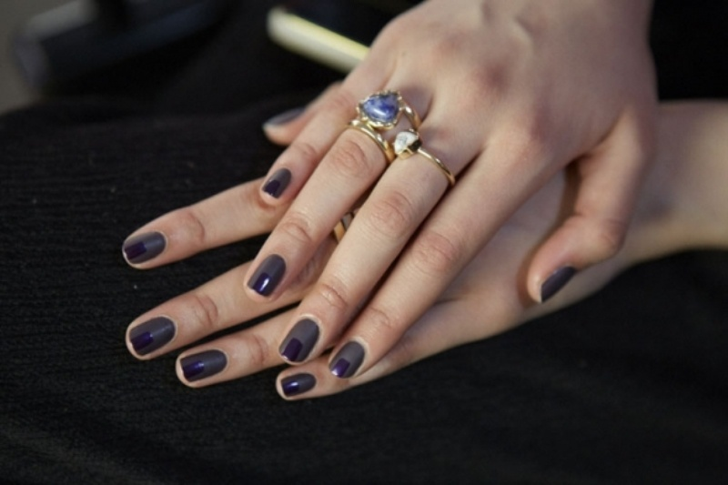 deep purple nails never go out of style, they are great for the fall as they bring much color and those jewel tones remind us of the fall