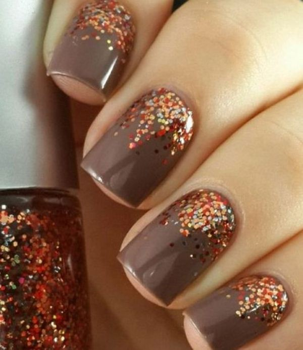 grey nails with colorful polka dots look bright, shiny and very cool and make your outfit fall inspired