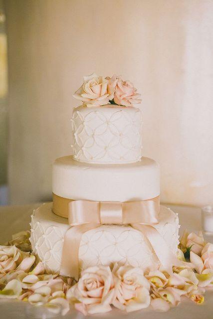 Adorable Bow Wedding Cakes
