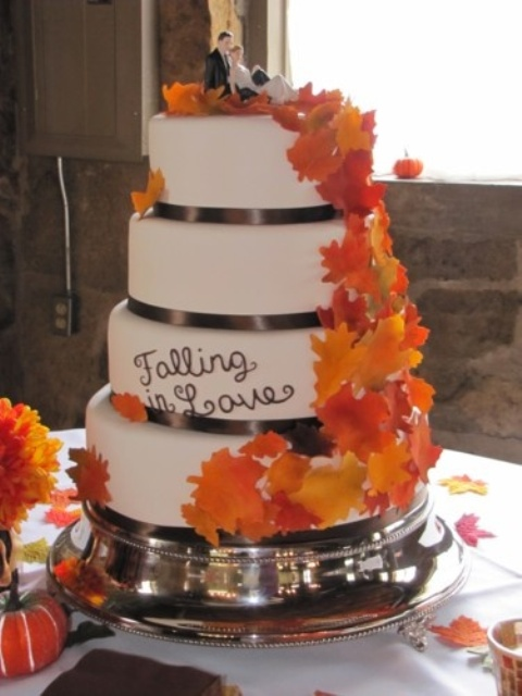 Romantic Ways To Incorporate Fall Leaves Into Your Wedding Decor