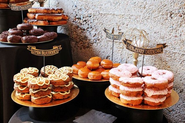 Picture Of Sweet Wedding Donut Ideas And Ways To Display