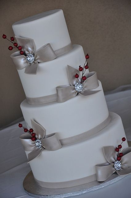 Picture Of Winter Wedding Cakes With Berries 2