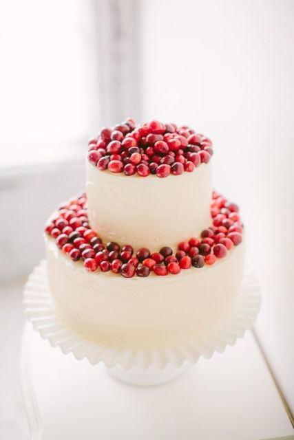 Picture Of Winter Wedding Cakes With Berries 24