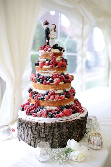 Picture Of Winter Wedding Cakes With Berries 7