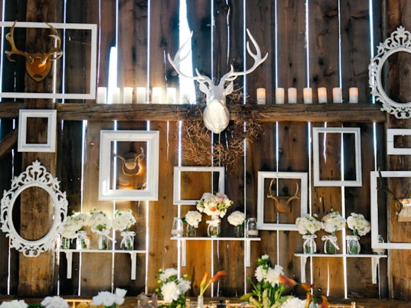 Picture Of Amazing Antlers Decor Ideas For Your Winter Wedding