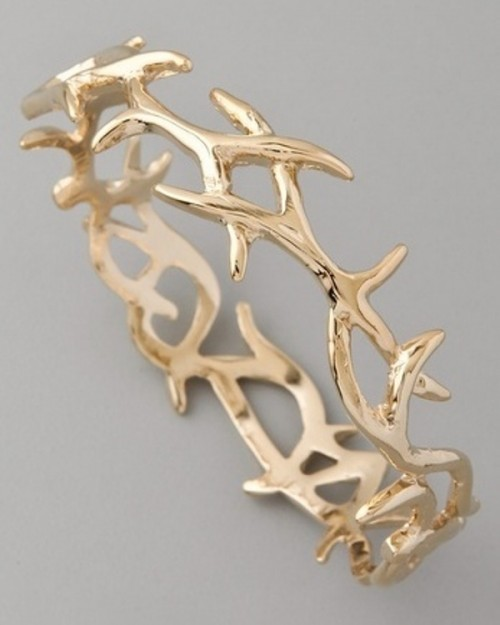 a gold antler ring is a cool wedding and not only wedding accessory, will fit a woodland wedding easily