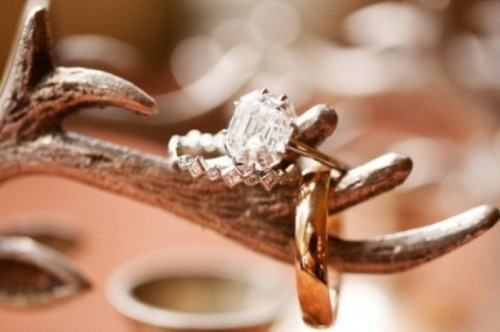 display your wedding rings on antlers and show them off this way at a woodland or just cozy winter wedding