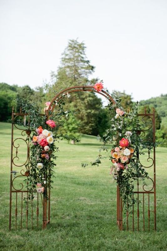 25 Beautiful Wedding Floral Arches To Get Inspired - Weddingomania