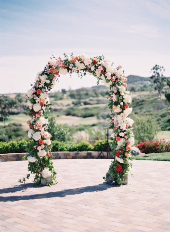 Picture Of beautiful wedding floral arches to get inspired  6