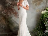 a beautiful fitting 20s wedding dress with patterns and beading, a deep V-neckline, cap sleeves and a train