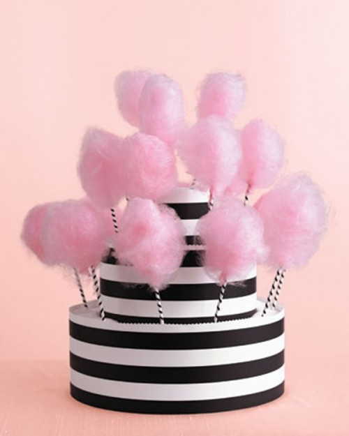 a cake-inspired stand with cotton candy will be a unique alternative with a strong party feel