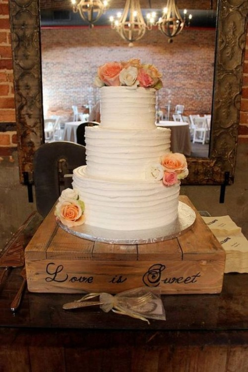 a pallet cake stand with handwriting is a stylish idea for a rustic wedding