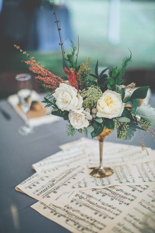 put your wedding centerpiece on note paper to make the space more atmospheric