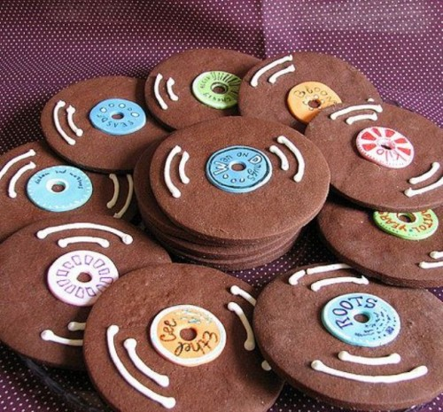 glazed cookies styled as vinyl are a nice idea for your dessert table