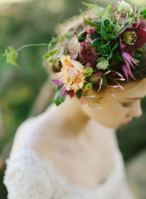 25 Gorgeous Fall Flower Crown Ideas For Brides Weddingomania