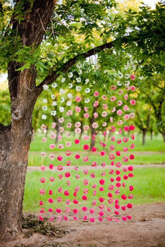 Picture Of gorgeous ways to use ombre wedding flowers  10