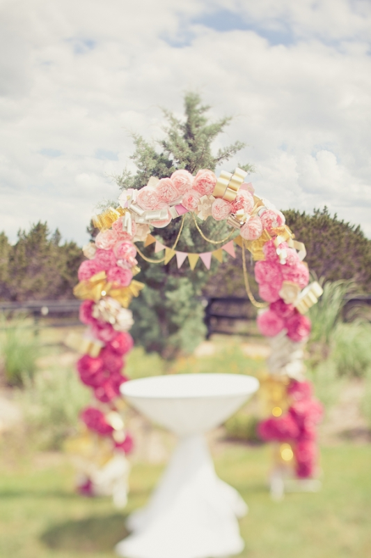 Picture Of gorgeous ways to use ombre wedding flowers  12
