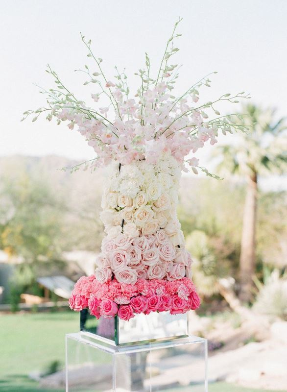 Picture Of gorgeous ways to use ombre wedding flowers  19