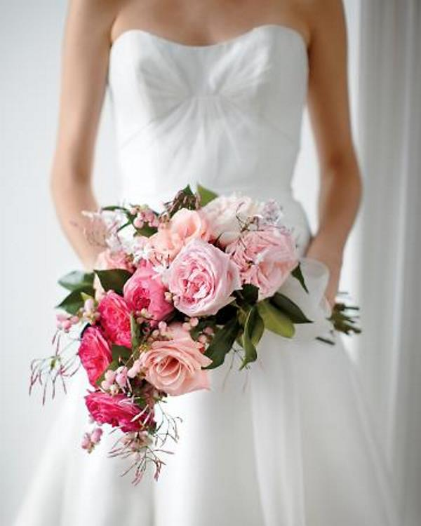 Picture Of gorgeous ways to use ombre wedding flowers  2