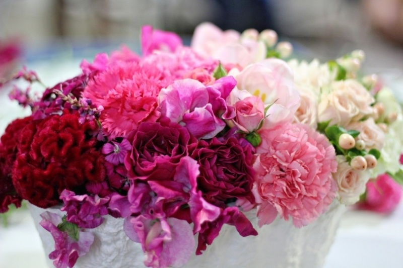 Picture Of gorgeous ways to use ombre wedding flowers  23