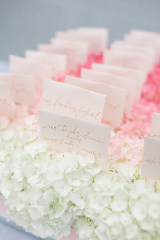Picture Of gorgeous ways to use ombre wedding flowers  24