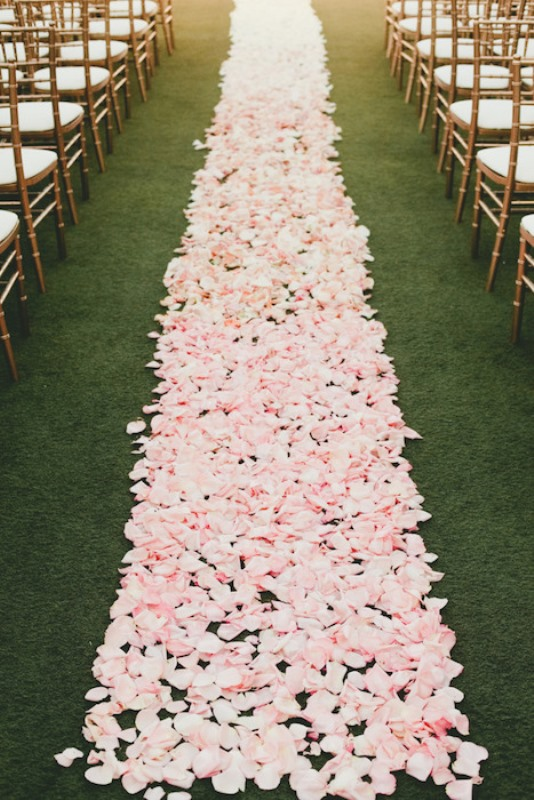 Picture Of gorgeous ways to use ombre wedding flowers  25