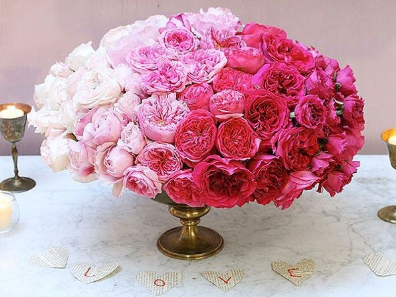 Picture Of gorgeous ways to use ombre wedding flowers  3
