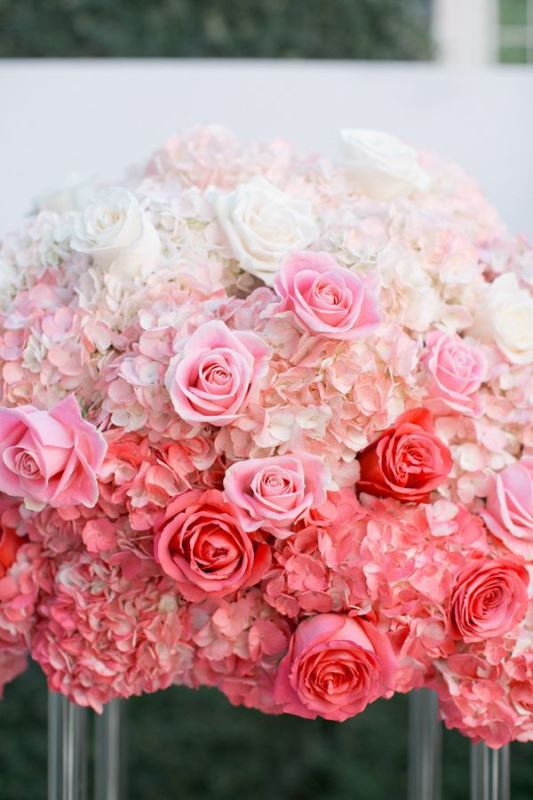 Picture Of gorgeous ways to use ombre wedding flowers  8