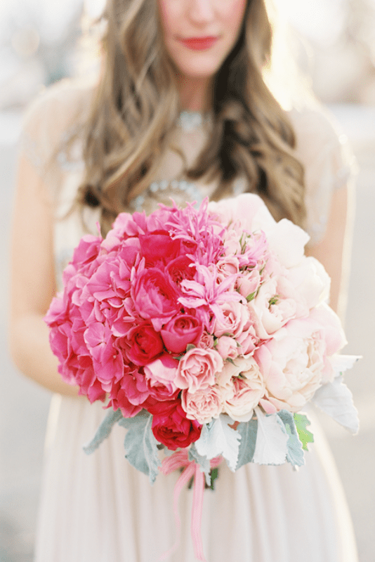 Picture Of gorgeous ways to use ombre wedding flowers  9