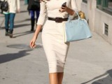 a minimalist fitting midi dress with short sleeves, a V-neckline, a belt, nude shoes for a city hall elopement