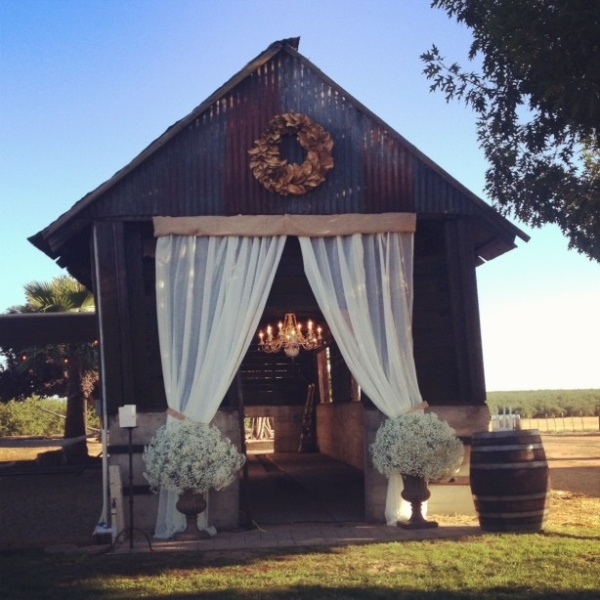 Picture of inspiring barn wedding exterior decor ideas for Wedding house decoration ideas