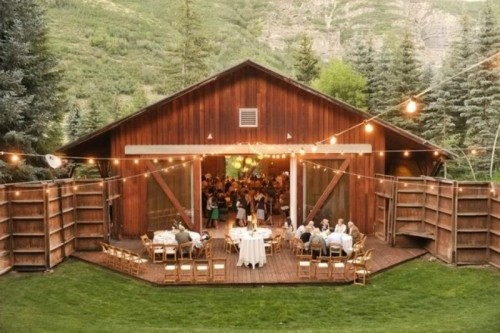 25 Inspiring Barn Wedding Exterior Decor Ideas - Weddingomania