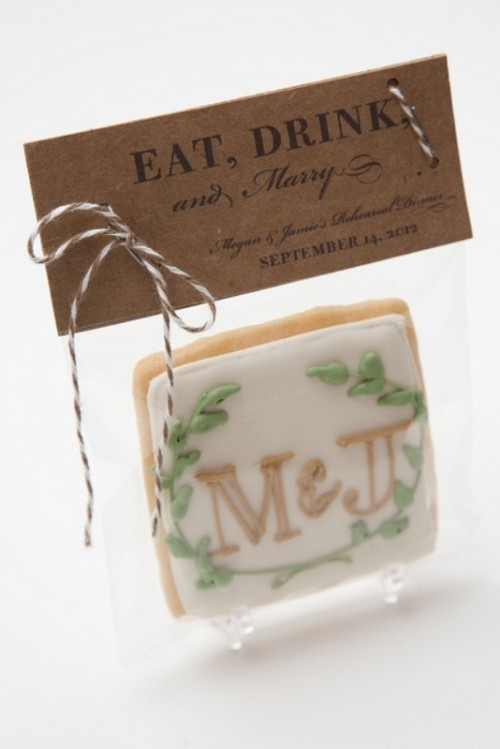 a monogrammed glazed cookie can be made by you yourself - a great favor for weddings and rehearsal dinners