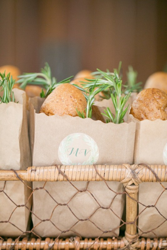 make your guests happy giving them fresh bread with rosemary as gifts to enjoy local food