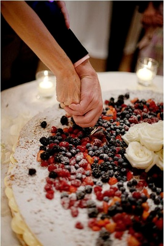 a millefoglie with lots of delicious berries is a traditional Italian wedding cake, go for one to embrace Tuscany