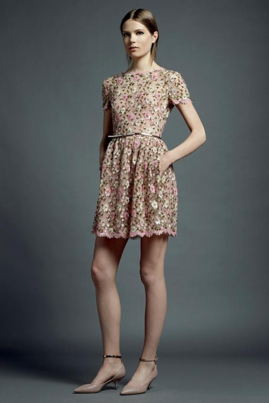 an eye catchy floral A line mini wedding guest dress with a high neckline and short sleeves, a metallic belt and nude heels for a spring or summer wedding