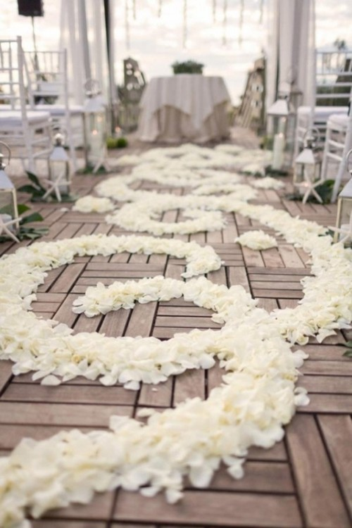 25 Romantic Wedding Aisle Petals Decor Ideas