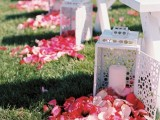 25 Romantic Wedding Aisle Petals Decor Ideas
